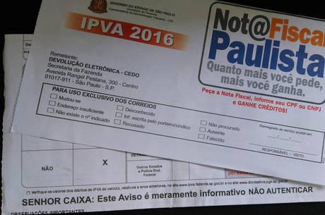 """SP - IPVA / FALSO / GOLPE - GERAL - Circulam boatos pelas redes sociais sobre o envio de boletos de IPVAs falsos. A diferença é que no verdadeiro   consta aviso de que é """"meramente informativo"""", enquanto o falso há um código de barras. A Secretaria da Fazenda do   governo de São Paulo esclarece que não envia boletos do IPVA, mas sim um aviso de vencimento.   01/01/2016 - Foto: MAURÍCIO CAMARGO/ELEVEN/ESTADÃO CONTEÚDO"""